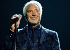 Volvería a los escenarios en menos de un mes: Tom Jones cancela dos conciertos por una infección bacteriana…