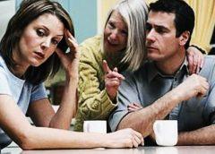 Vivir con los suegros no es conveniente para el matrimonio…