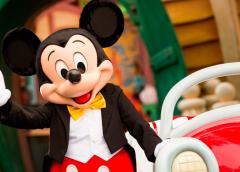 Mickey Mouse celebra sus 90 años con nuevo retrato oficial…