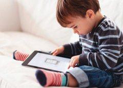 El riesgo de dejar a los bebes en manos de un móvil para calmar las rabietas…