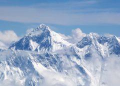 El Everest, un turismo que pone a prueba la física de nuestros pulmones…