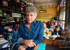 Bon Jovi mantiene abierto restaurante donde las personas de escasos recursos no pagan…